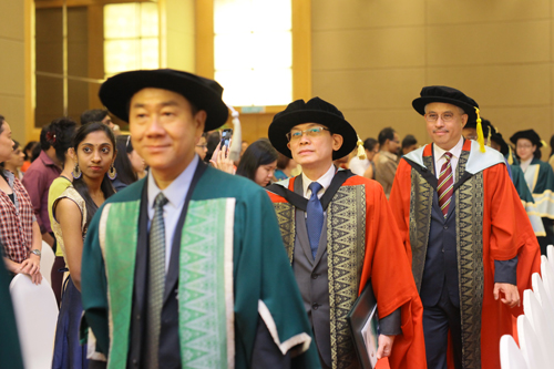 Honorary Graduates Tan Sri Azman Mokhtar (right) and Dato' Gooi Hoe Soon (2nd from right).
