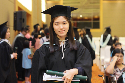 Top graduate from the full-time undergraduate programmes, Lau Sheue Wen.