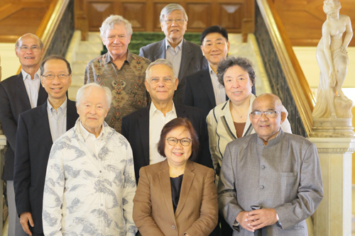 IAB members with Dr Koh, Prof Zoraini (front, centre) and Chief operating officer of WOU, Mr Yeong Sik Kheong (right, 3rd row).