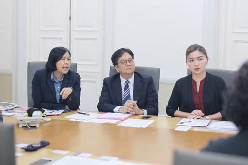 From left: Dr Nualnoi, Mr Ukrist and Dr Mukda.
