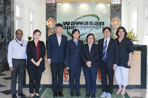 (From left) Prakash, Dr Mukda, Prof David Ngo, Dr Nualnoi, Prof Zoraini, Ukrist and Grace Lau.