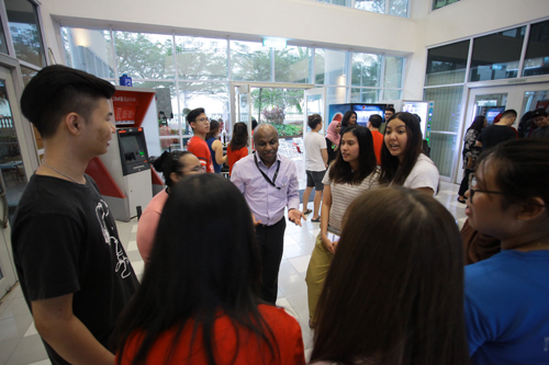 The icebreaking game requires getting to know their team members.