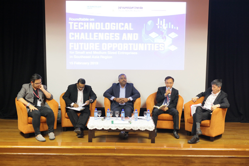 Dr Supot (2nd from right) highlights the obstacles to SMEs in Thailand.