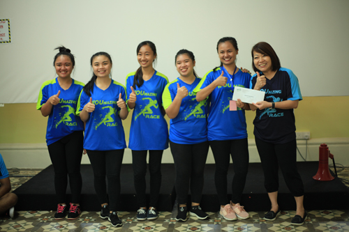 Thumbs up to the runners-up from Stradford. At right is PGRC director Ching Huey Ling.