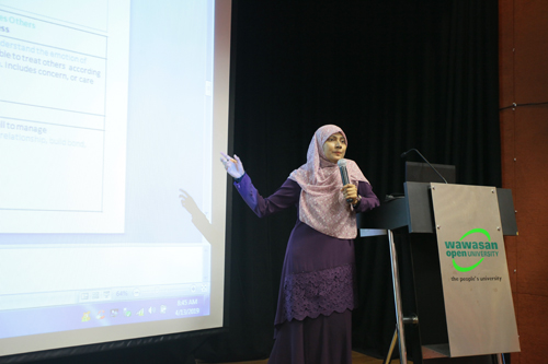 Dr Yasmin lists out the four components of emotional intelligence.