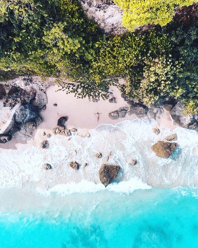 F L Y I N G 🦅 H I G H 🌄 . . . Nezapomente zitra 15:00-21:00 v @juicemebabypraha 👙tesime se 🤗 @nunuibali  #bali #indonesia #drone #above #beach #karma #bukit #ocean #love @jonnylivorti @megdarque