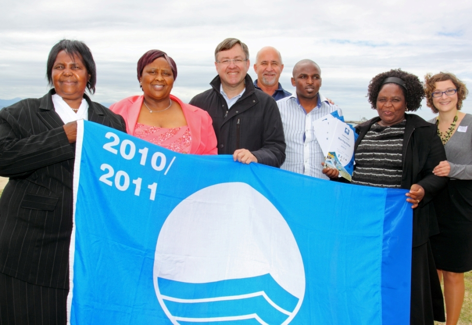 The proud team of Hibiscus Coast/Ugu municipality receive their Blue Flag
