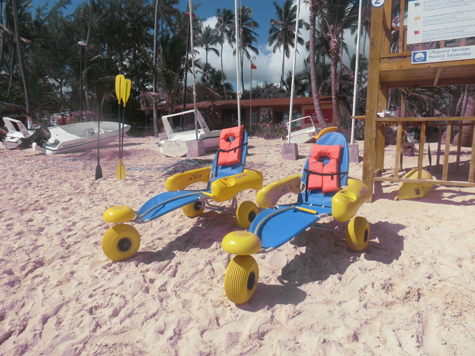 Multiples amphibious chairs