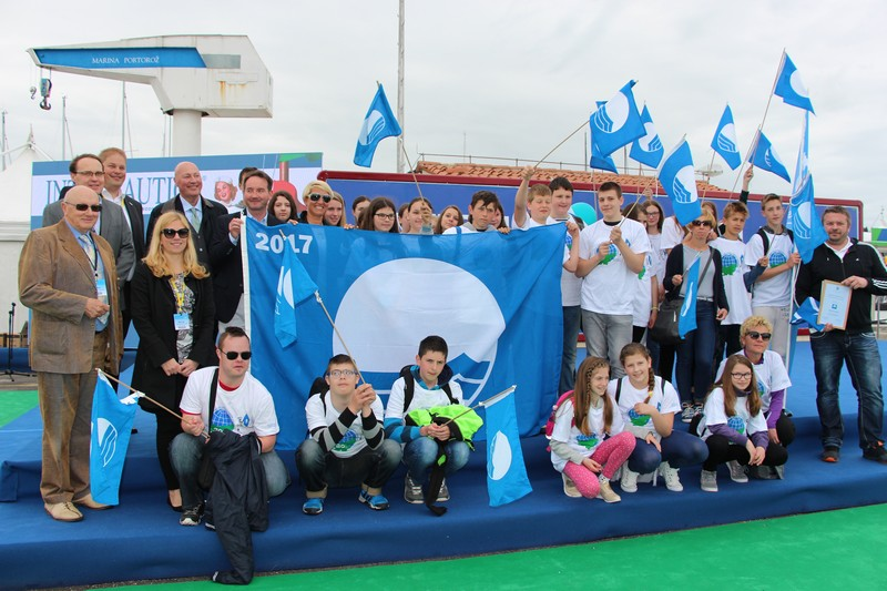 The Blue flag ceremony enriched by Slovenian Eco Schools