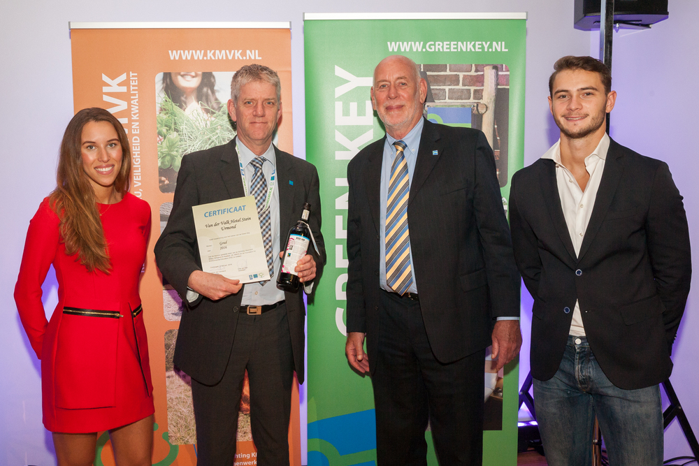 Green Key site owner receives certificate from Green Key Chairman Derk Jan Verstand surrounded by models from WearEver.