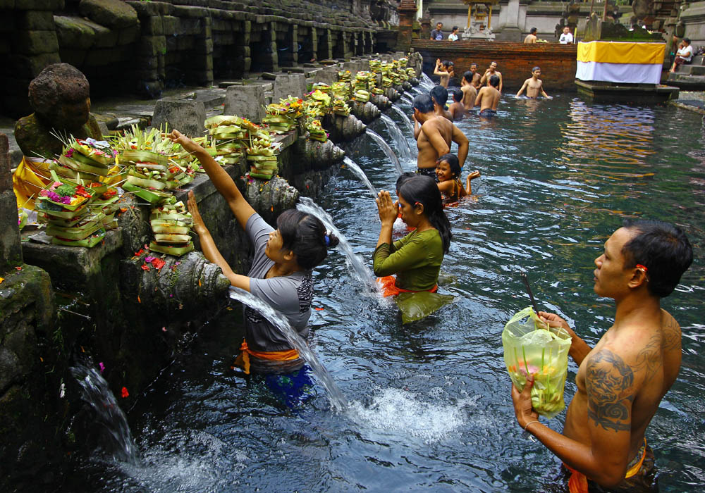 bali-offerings-water-temple.jpg
