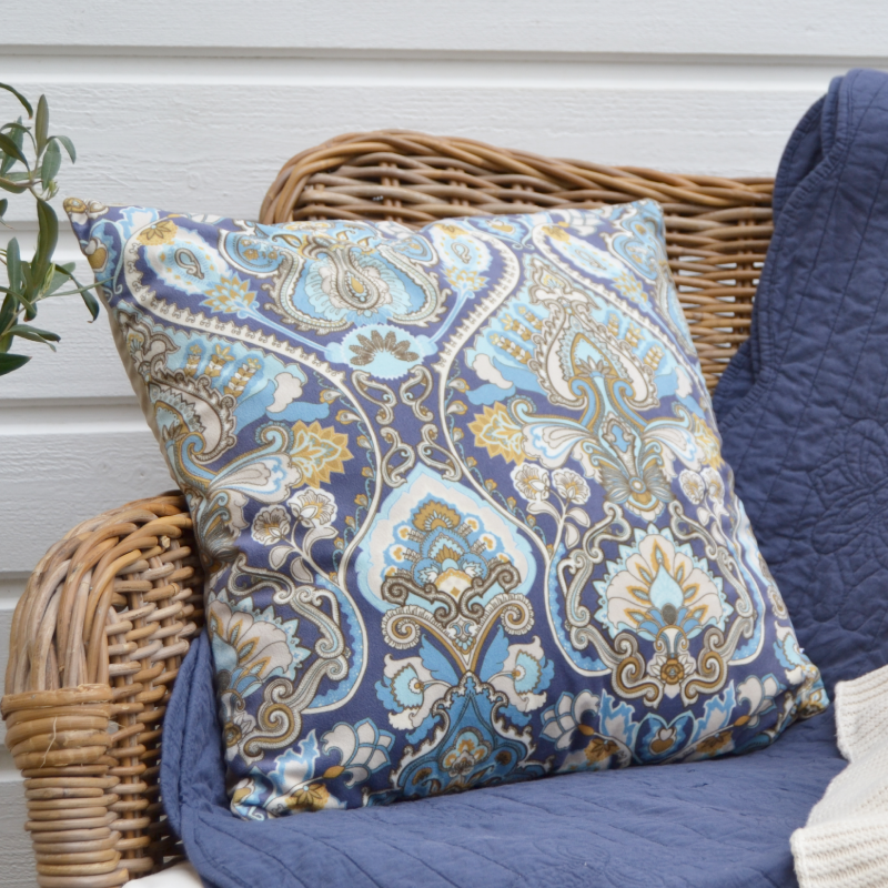 up to 25% off - Adrian paisley pillows - To the Tictail shop >>