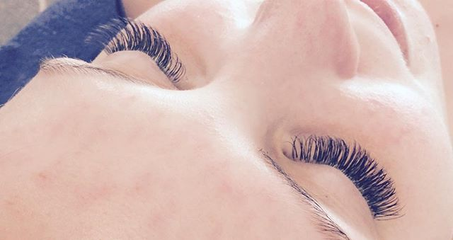 #volyymiripset#volumelashes#volumelashes #ullanlinna#eyelashes #eyelashextensions #ripsienpidennykset #ripsienpidennys