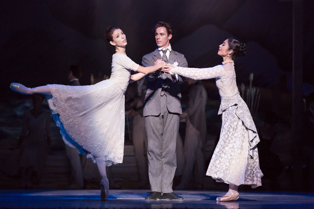 Juliet Burnett as Odette with Rudy Hawkes as Siegfried and Miwako Kubota as Baroness von Rothbart in Graeme Murphy's Swan Lake