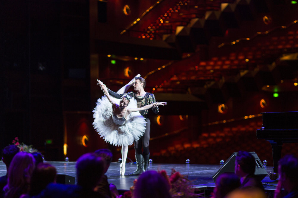 Swan Lake Act 2 pas de deux with Daniel Gaudiello at Arts Centre Winter Gala