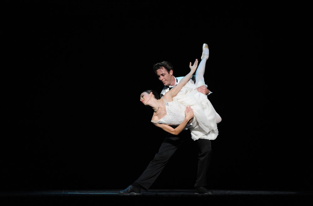Juliet Burnett as Odette with Rudy Hawkes as Siegfried in Graeme Murphy's Swan Lake