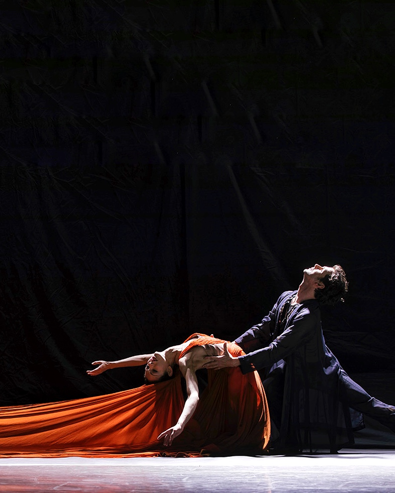 Juliet Burnett with Wim Vanlessen in Sidi Larbi Cherkaoui's Firebird