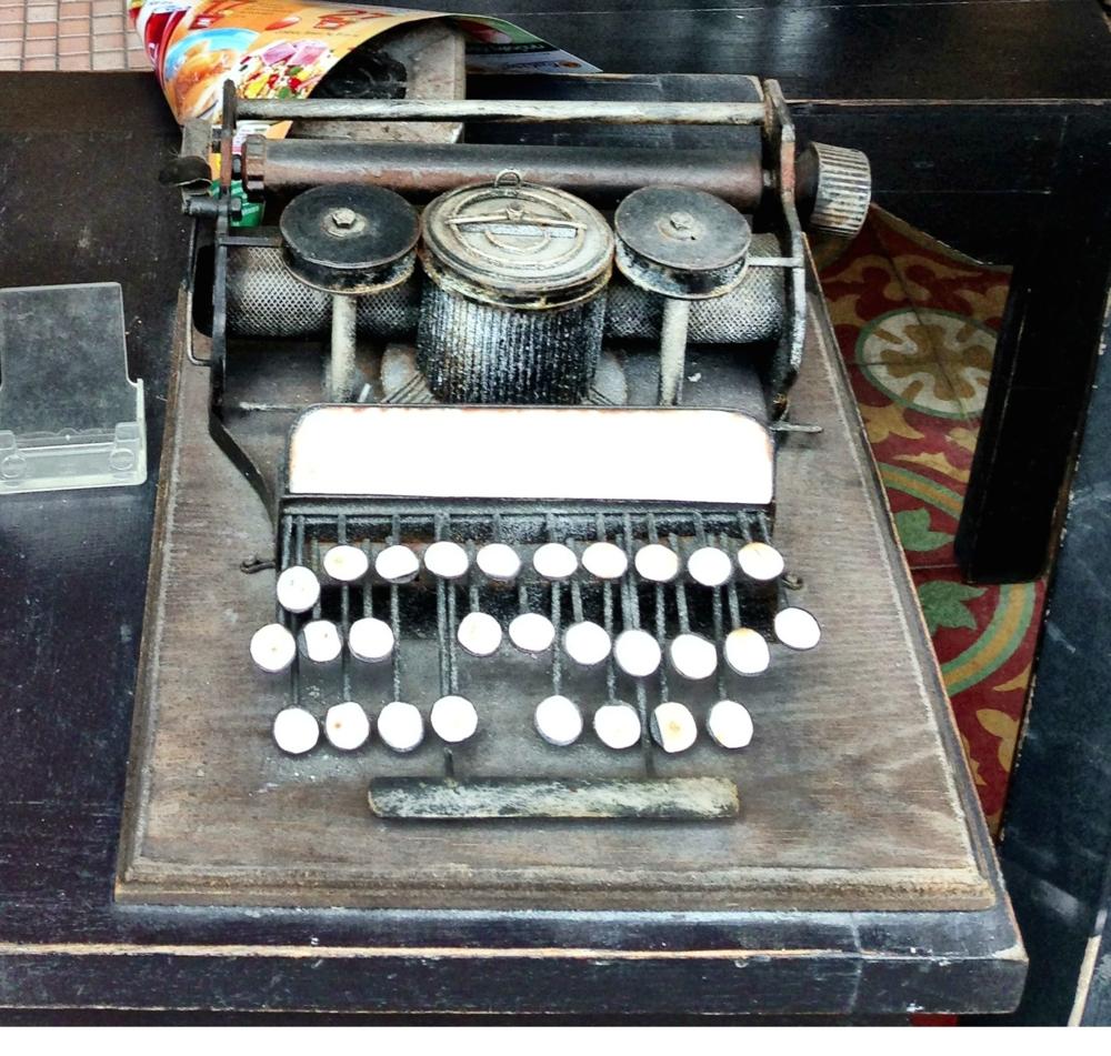 Bangkok typewriter. ©Ruth Pollard 2014