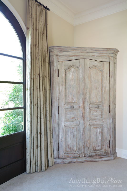 Multi-Layered Distressed Antique Finish
