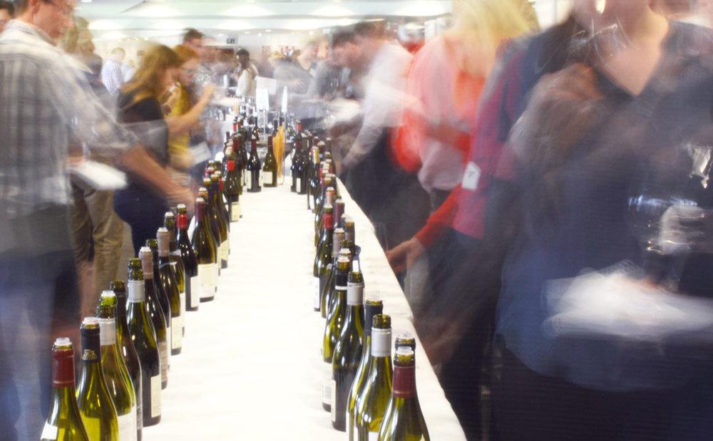 1086x672_winebuyer_winetasting.jpg