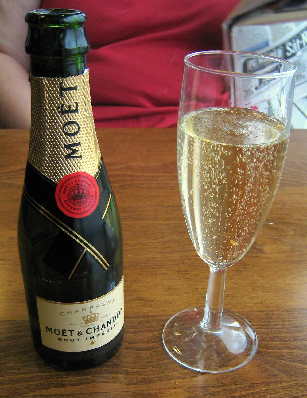 Moet_and_glass.jpg