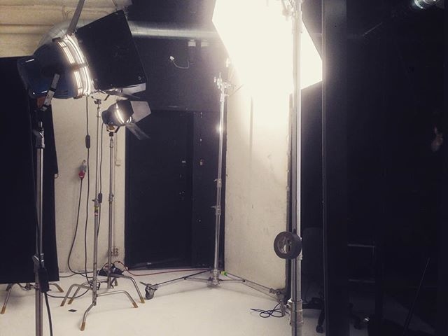 Spännande foto och film i studion idag med fotograf Lars Bronseth bakom kameran! @corporatelars  #studiolundberg #rentalstudio #kvarngatan #stockholm #photoshoot #hyrstudio