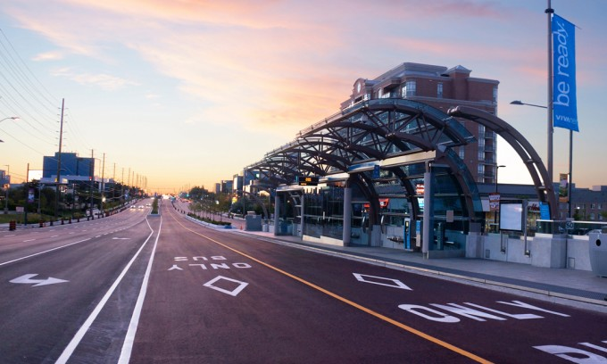 The VIVA Highway 7 East rapidway in Markham. (Image courtesy of VIVA)
