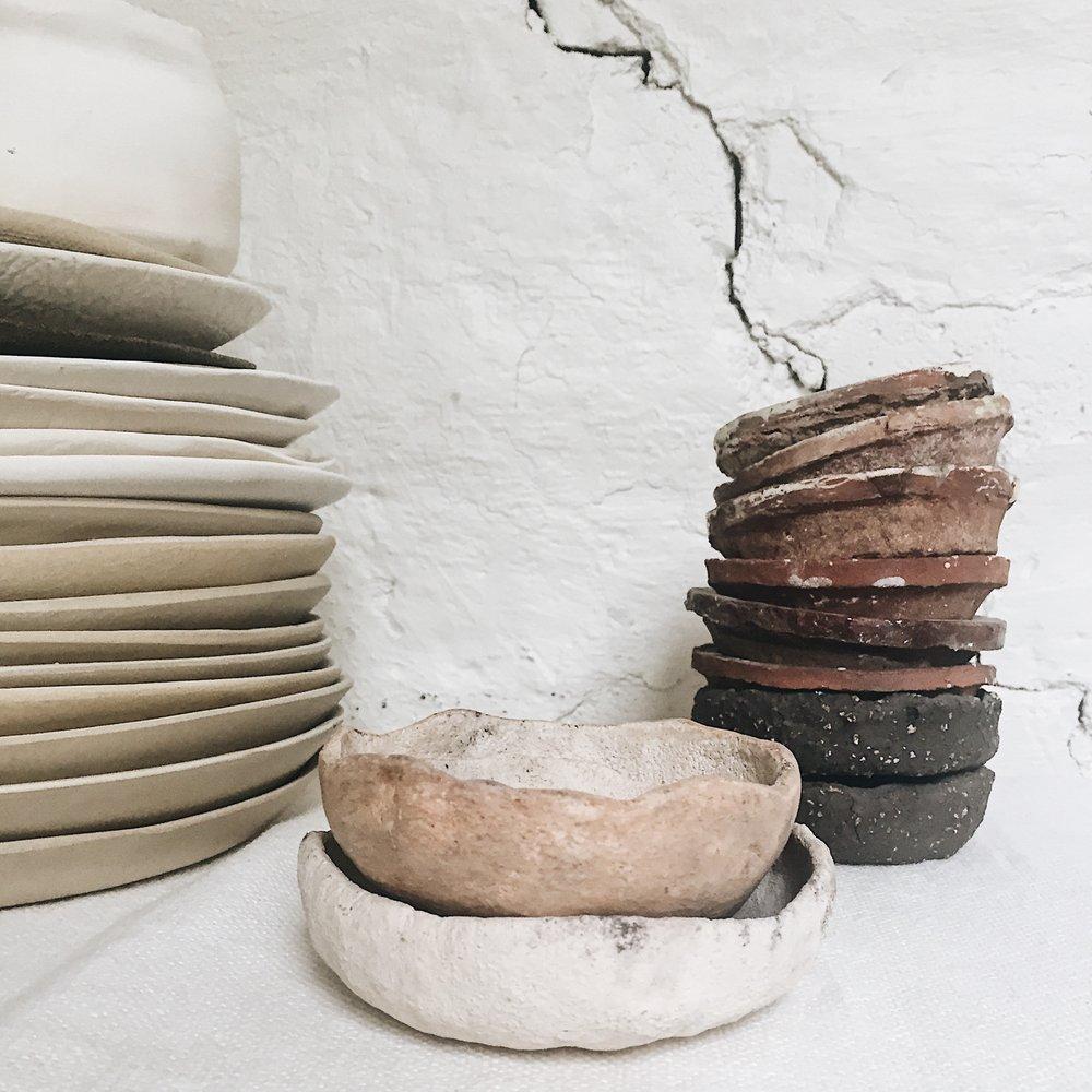Rå skjønnhet formet av keramiker Ragnhild Wiks hender.