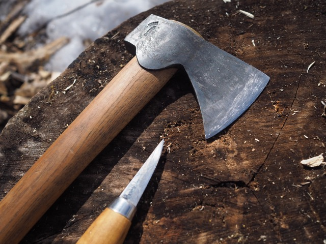 A Reconnector is mainly shaped by these two tools. An ax and a knife.