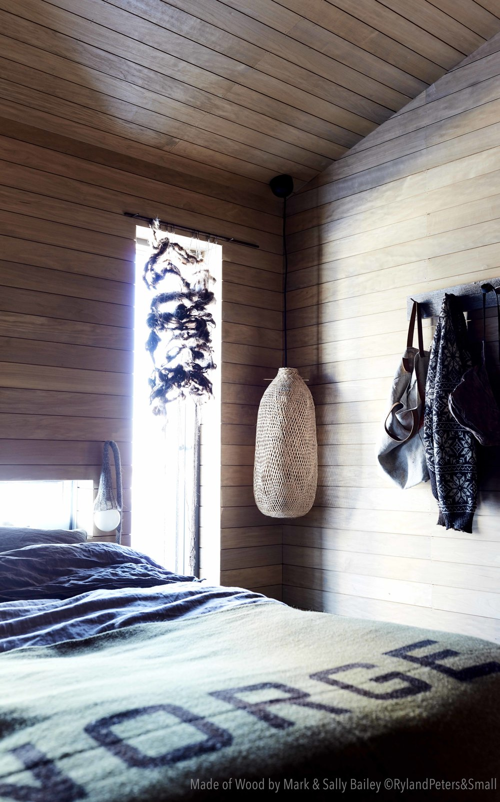 "Our cabin bedroom. Photo from the book ""Made of Wood"" by Mark og Sally Bailey, photo by Debi Treloar, copyright Ryland Peters & Small."
