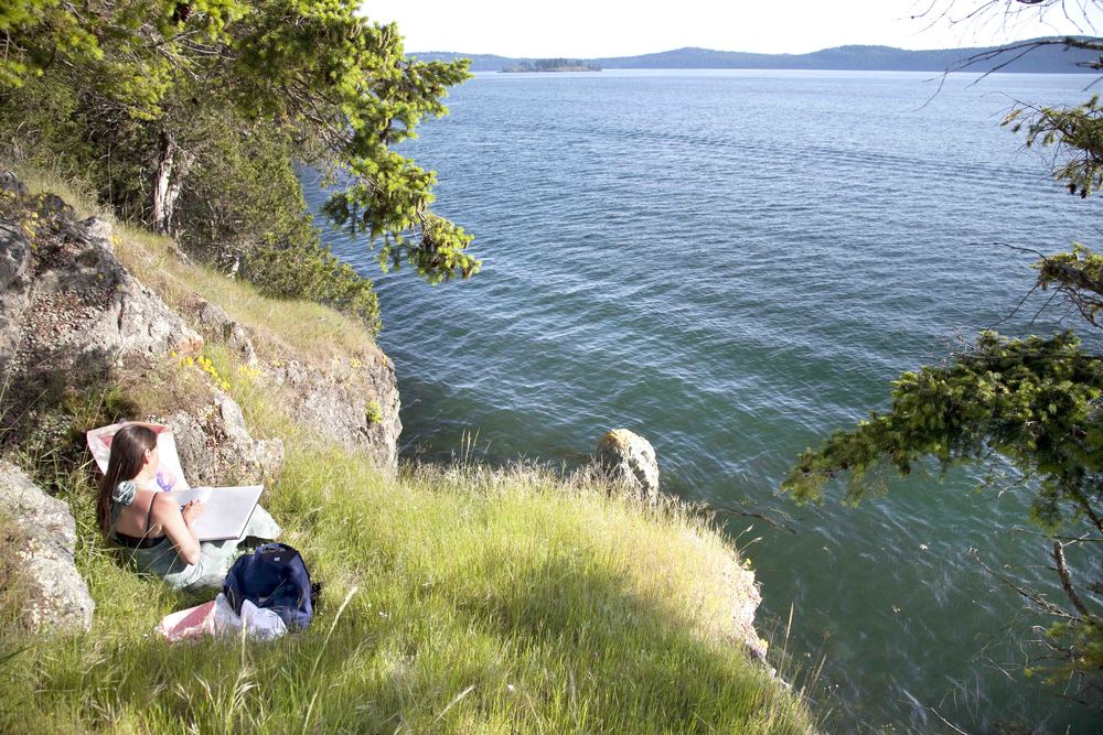 Sketching by the shoreline at my studio.  Photographer: Robert Dash