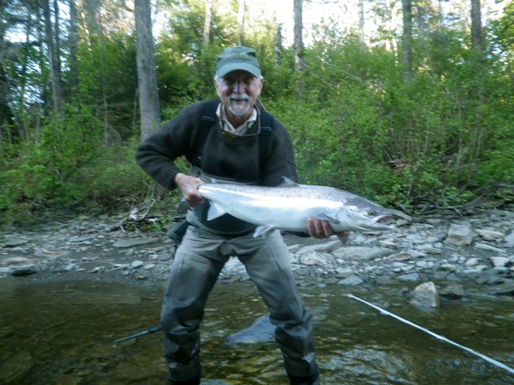 A fine salmon caught by Ken Dunston on the Grand Cascapedia, nicely done Ken!