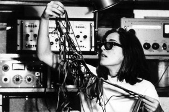 Die argentinische Komponistin Beatriz Ferreyra(*1937) kam bereits Anfang der 1960er Jahre zur »GRM«. Als die Assistentin von Schaeffer realisierte sie gemeinsam mit Simone Rist das »solfège de l'objet sonore«, die auf drei Langspielplatten veröffentlichte Hörschule zu Schaeffers theoretischem Hauptwerk »traité des objets musicaux«. Im Jahr 1975 wechselte Ferreyra an das Institut für elektroakustische Musik in Bourges. Zwischen 1998 und 1999 kreierte sie die experimentelle Konzertreihe »Les rendez-vous de la Musique concrète« am Centre d'études et de Recherche Pierre Schaeffer, wobei die Kombinatorik von Klängen in ihren eigenen Werken eine besondere Rolle spielt. Ferreyra tritt auf diversen internationalen Festivals, Konferenzen und auch Seminaren auf dem Gebiet der elektroakustischen Musik in Erscheinung.