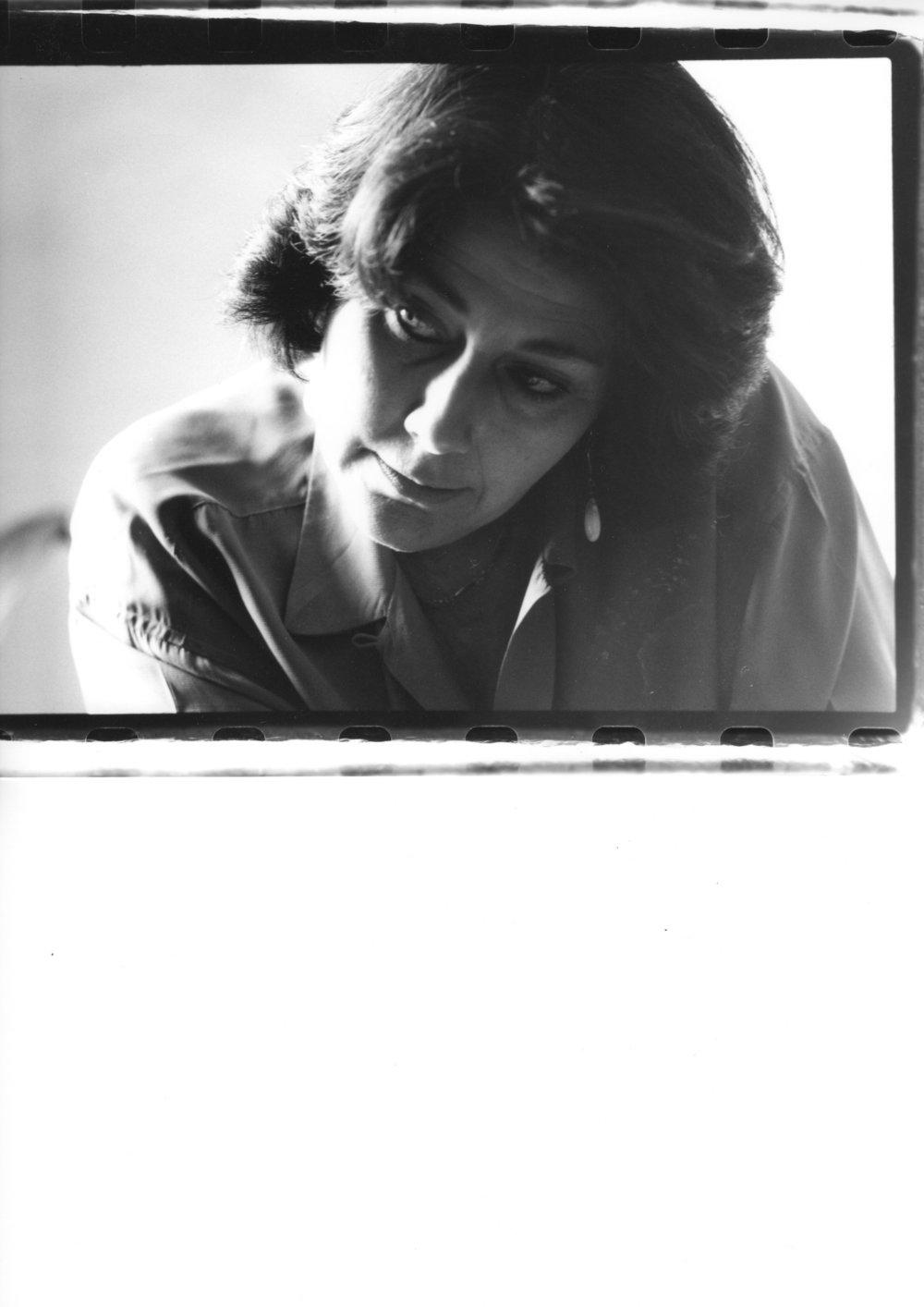 """Christine Groult(*1950, Frankreich) arbeitete von 1973 bis 1977 am GRM, gleichzeitig studierte sie am Conservatoire Pantin Komposition und Musikwissenschaft an der Sorbonne. Groult wechselte 1976 an das IRCAM. Seit 1990 ist Groult leitende Professorin für elektroakustische Musik am Conservatoire Pantin. Christine Groult entwickelte die ortsbezogene Werkreihe """"insitu"""", elektronische Kompositionen für den öffentlichen Raum, Stücke für öffentliche Anlässe, Filme oder auch Tanzaufführungen."""