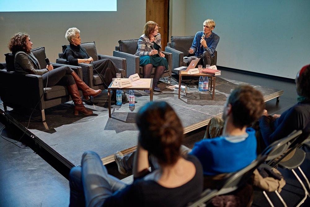 """Symposium I """"Stimme, Performance und Werk in der elektronischen Musik"""" w/ Marie-Louise Herzfeld-Schild, Anna Clementi, Hannah Bosma, Kim Feser © marco microbi/photophunk.com"""