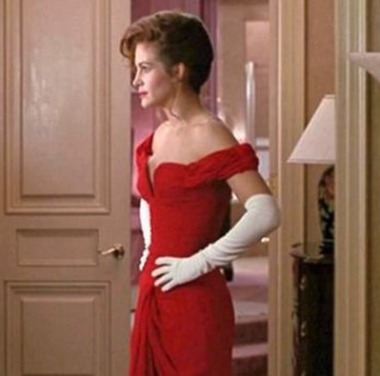 When copying this look for Isn't It Romantic, I presume the costume designers ditched Roberts' white gloves because, let's face it, their film had enough comedy already.