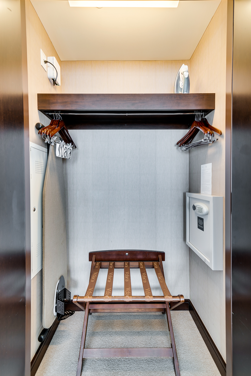 CLOSET FOR EITHER ROOM.jpg