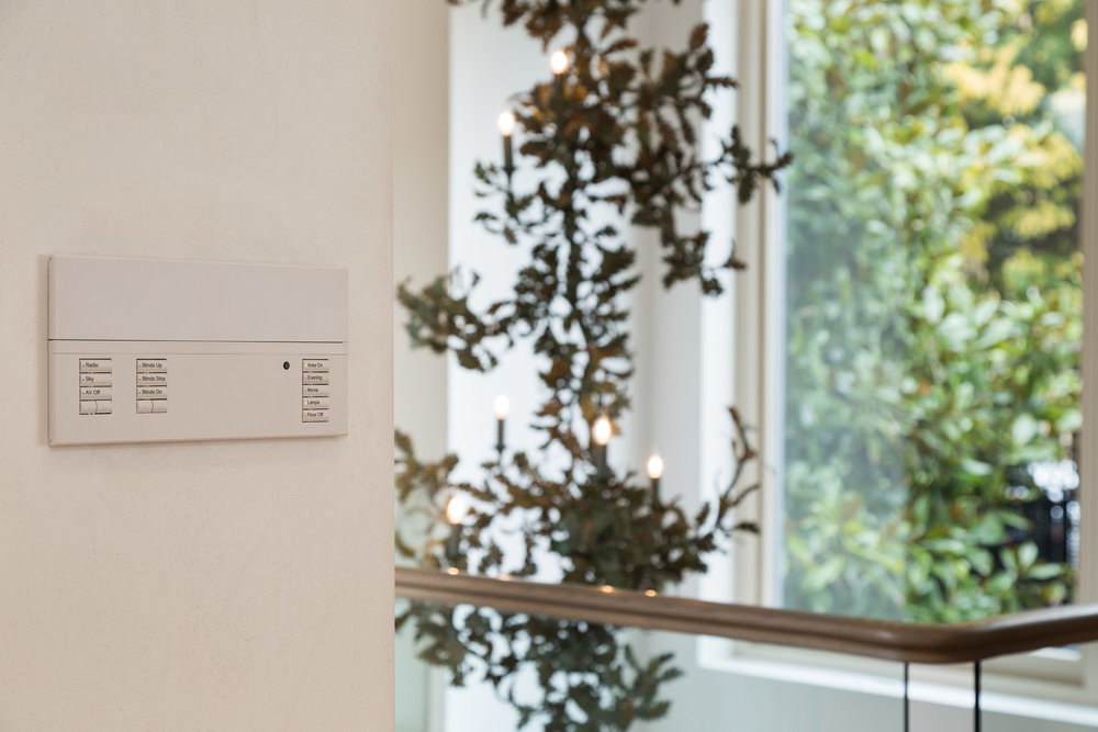 The  Lutron  Wall Panel allows quick selection of lighting scenes for the whole open plan space, including Hallway Chandelier, a fantastic centrepeice for the home  The buttons are engraved for easy selection and also allow control of the integrated  Sonos  Audio system.