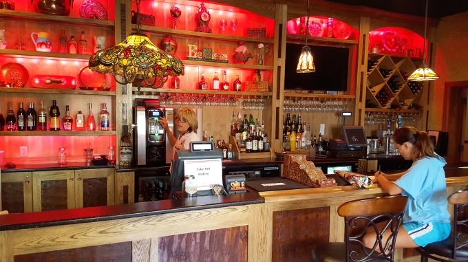 680-Papa-Joes-full-bar.jpg