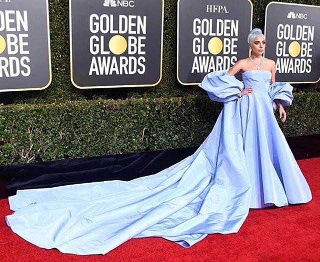 Lady Gaga in @maisonvalentino at the #goldenglobes2019  #middleeasternfashionista #goldenglobes#ladygaga#redcarpet#valentino#dxb#mydubai#model#fashion#style#saudi#saudiarabia#jordan#swag#London#nyc#beirut#damascus#dubai#uae#paris#qatar#isatnbul#kuwait#bahrain#doha