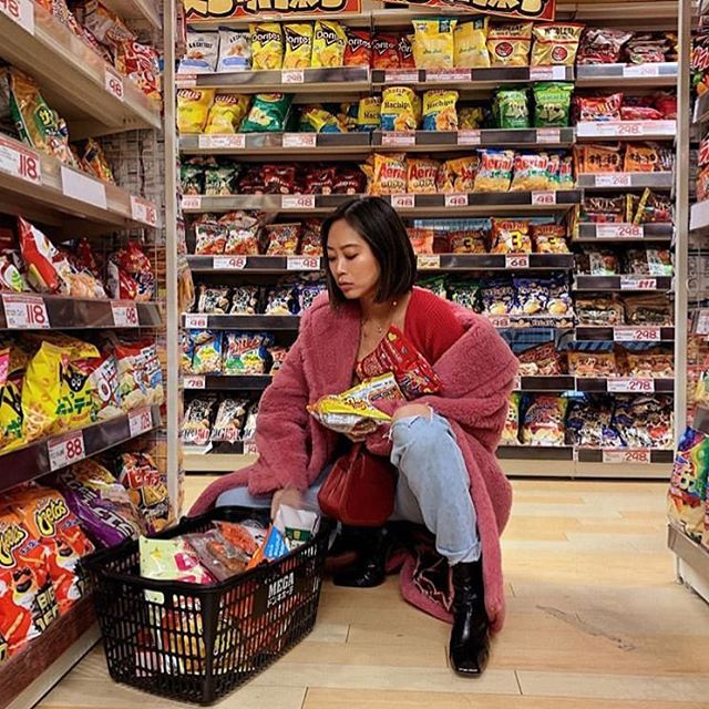 Friday night mood!#fridaymood  #middleeasternfashionista #supermarket#fridaynight#weekend#weekendvibes#trend#model#fashion#style#saudi#saudiarabia#jordan#swag#London#nyc#beirut#damascus#dubai#uae#paris#qatar#isatnbul#kuwait#bahrain#doha#fashionista#dxb#dxblife