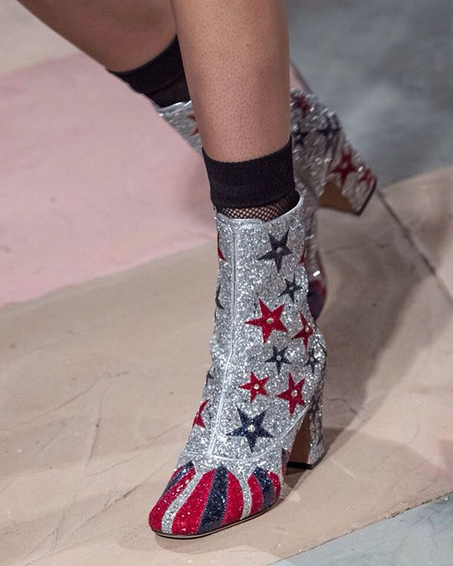 Walking on stars @dior  #middleeasternfashionista #dior#pfw#ss19#parisfashionweek#boots#diordreamparade#diorcouture#fashionweek#fashion#trends#model#japan#china#paris#london#milan#dubai#kuwait#uae#dxb#qatar#beirut