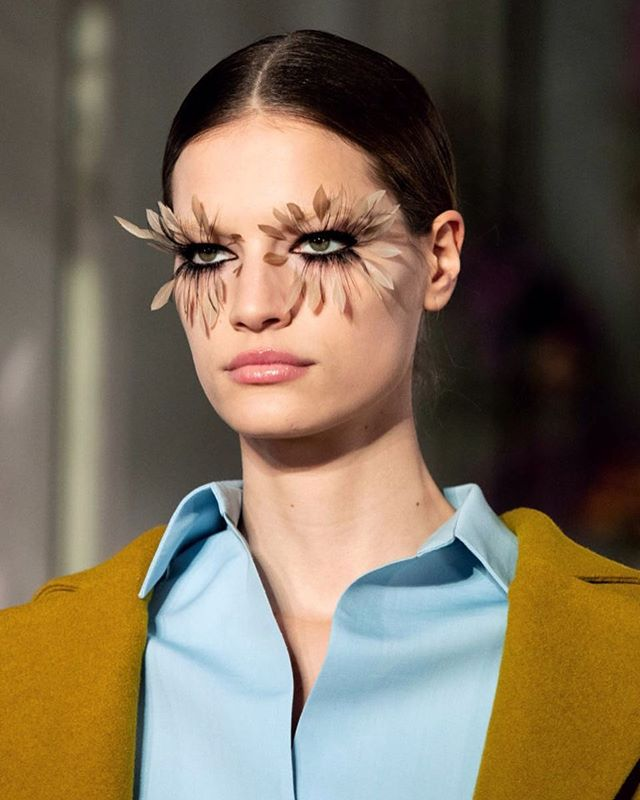 Feathers eyelashes @maisonvalentino  #middleeasternfashionista  #pfw#ss19#parisfashionweek#makeup#feather#eyelashes#fashionweek#fashion#trends#model#japan#china#paris#london#milan#dubai#kuwait#uae#dxb#qatar#beirut#valentino