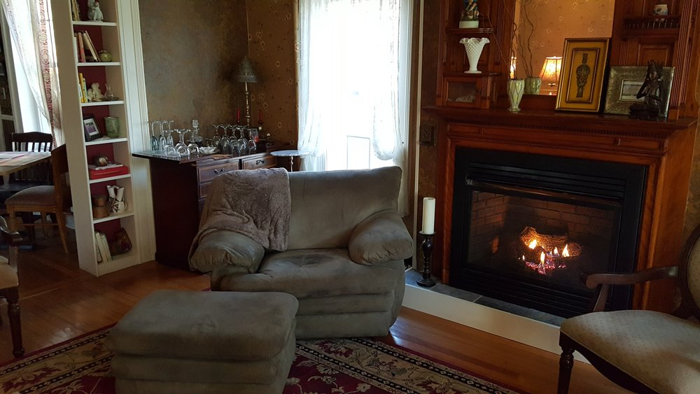 LIVING ROOM FIRE PLACE.jpg