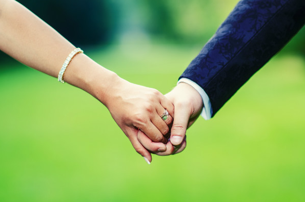 7 SIGNS OF A HEALTHY MARRIAGE