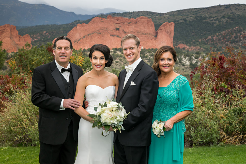 PaigeEden_Weddings_Broadmoor_030.jpg