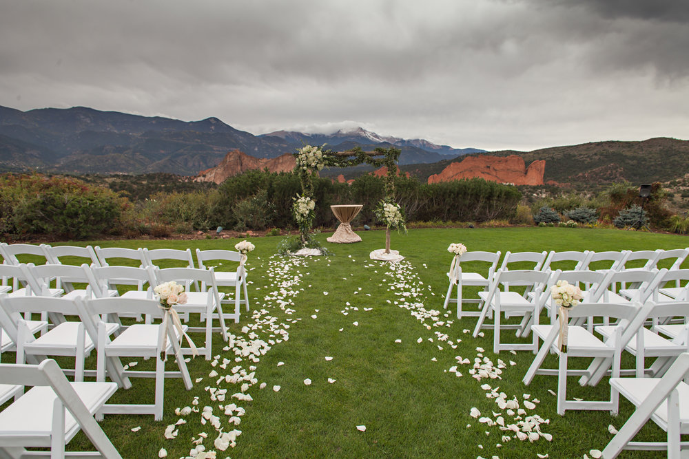 PaigeEden_Weddings_Broadmoor_038.jpg