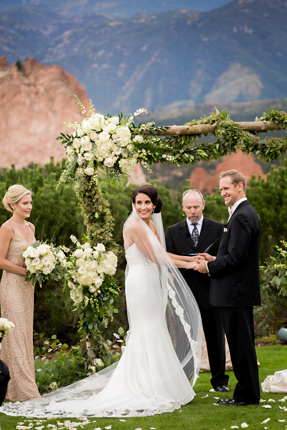 PaigeEden_Weddings_Broadmoor_041.jpg