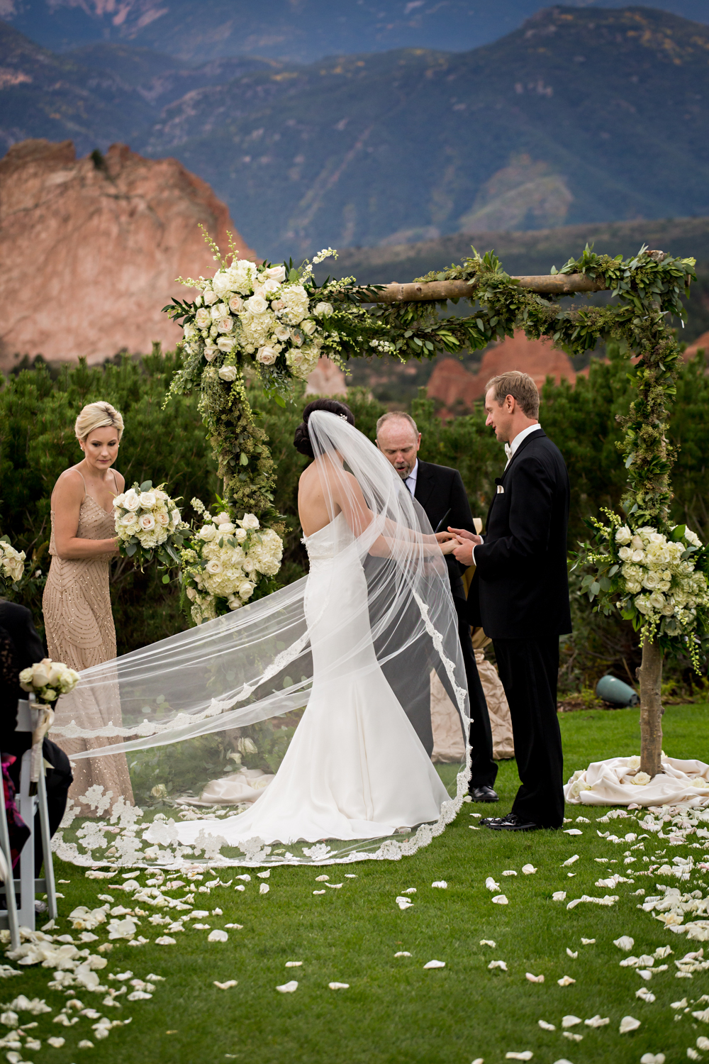 PaigeEden_Weddings_Broadmoor_040.jpg