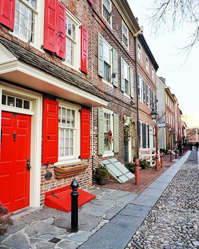 "I want to go back #Philly ✈️😎 This is #ElfrethsAlley which everyone refers to it as ""Our nation's oldest residential street"" 🏡👴 coming soon #BlogPost   👯"